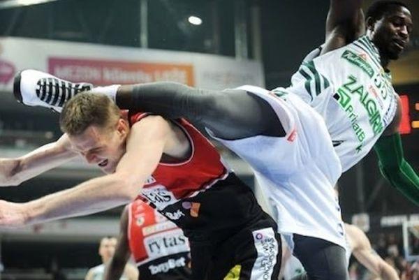 Λιθουανία: Το kung - fu χτύπημα του Ντέντμον στον Σεϊμπούτις (video)