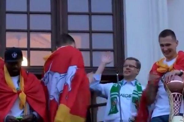 Ζαλγκίρις Κάουνας: Παίκτης σνόμπαρε τον δήμαρχο! (video)