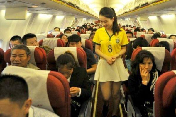 Παγκόσμιο Κύπελλο Ποδοσφαίρου 2014: «Κολάζουν» Κινέζες αεροσυνοδοί! (photos)