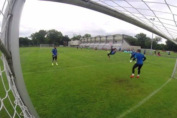 Αγγλία: Απίστευτο γκολ από τον Σμάιχελ (video)