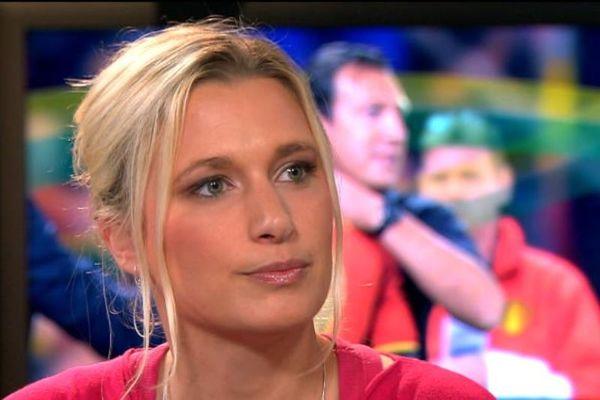 Σέξι Βελγίδα ρεπόρτερ αποκαλύπτει ανήθικες προτάσεις (photo)