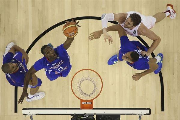 Mundobasket 2014: «Χάζεψαν» τον Παού Γκασόλ οι Γάλλοι (video)