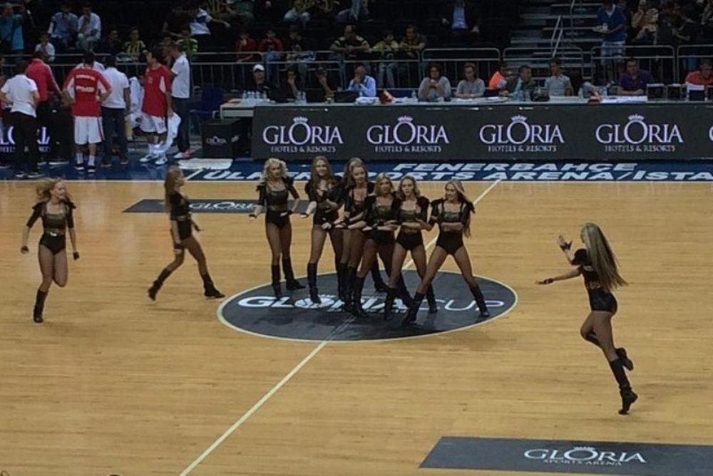 «Gloria Cup»: Πολύχρωμες τσιρλίντερ (photos)