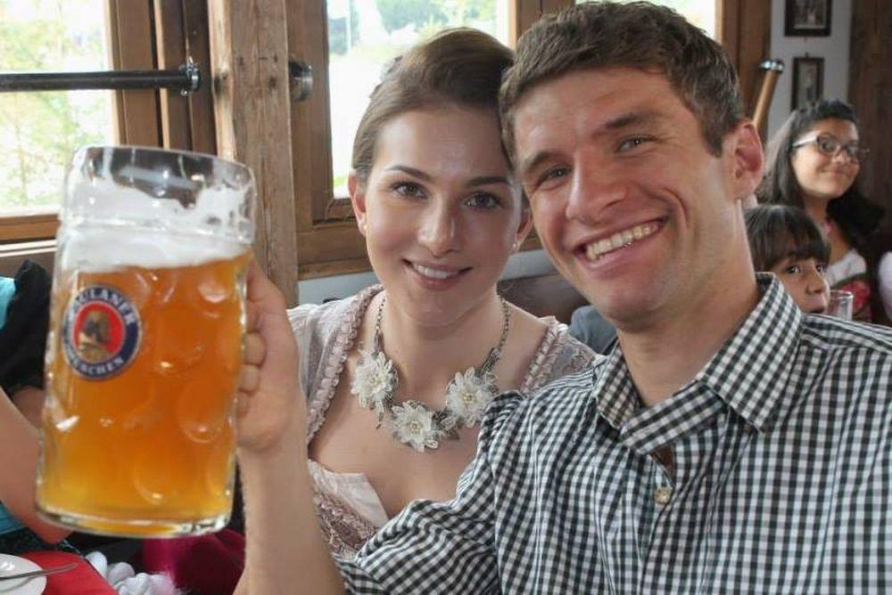 Μπάγερν Μονάχου: Ήπιαν μπύρες για το Οκτόμπερφεστ (photos+videos)