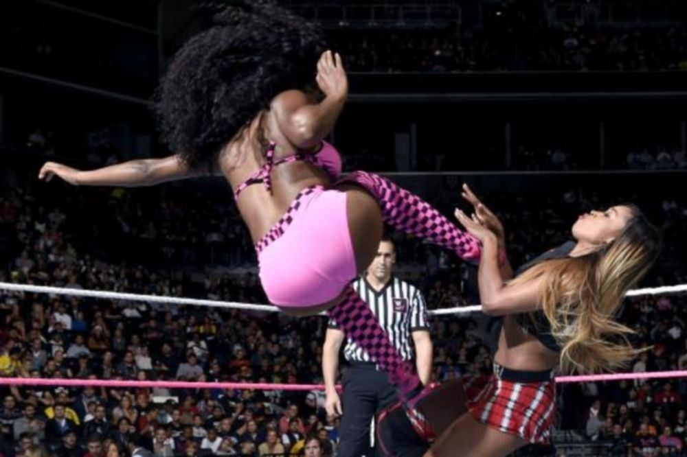 Superstars: Απάντησε με «rear view» η Naomi (photos+videos)