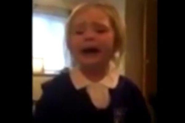 Μάντσεστερ Γιουνάιτεντ: Κοριτσάκι μισεί το μπλε επειδή είναι της Σίτι! (video)