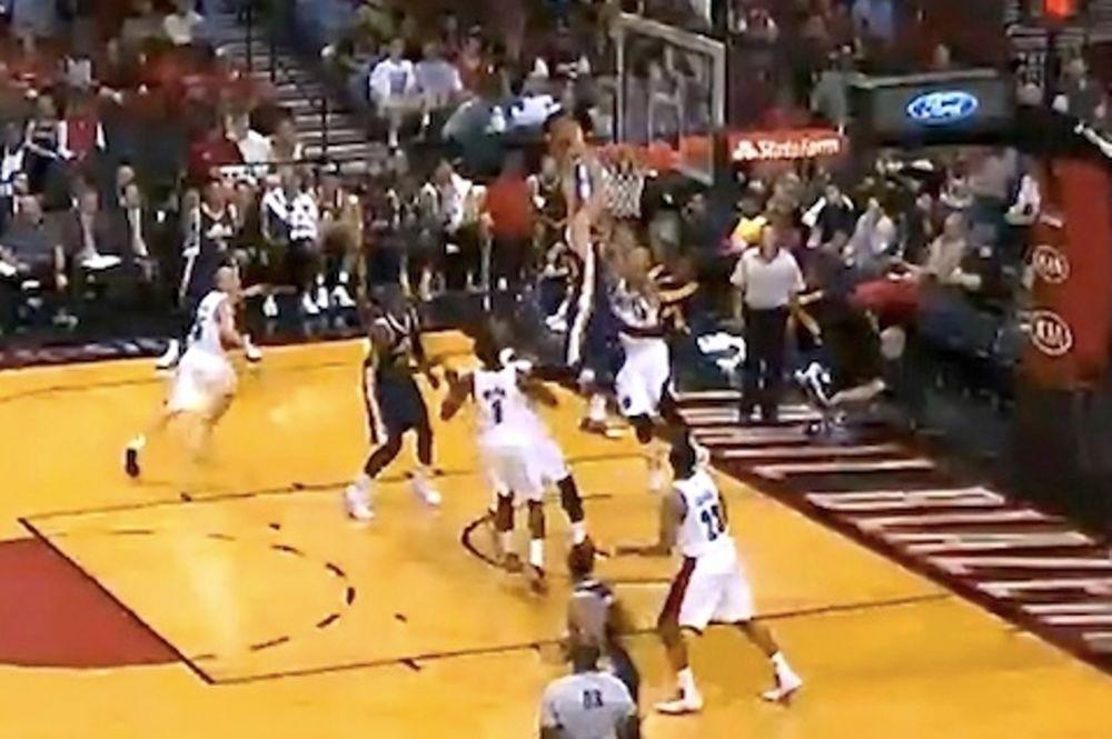 NBA: «Ισοπεδωτικό» κάρφωμα από τον Χέιγουορντ (video)