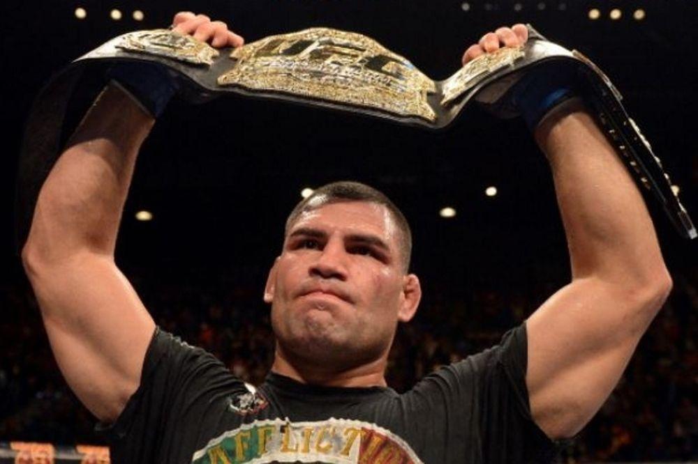 UFC 180: Τραυματισμός του Velasquez και Interim Heavyweight Championship!