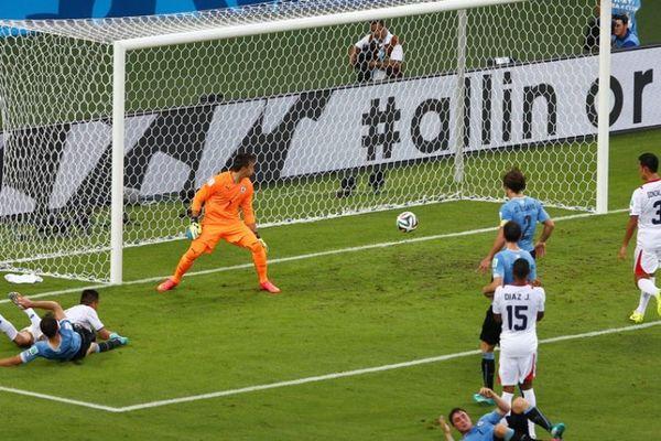 Νίκη και πολλά γκολ για Ουρουγουάη