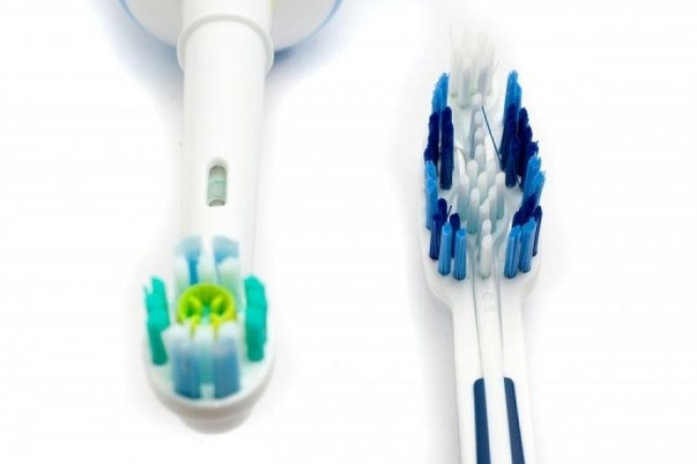 Κλασική V/S Ηλεκτρική οδοντόβουρτσα: Τι πρέπει να γνωρίζετε πριν αποφασίσετε