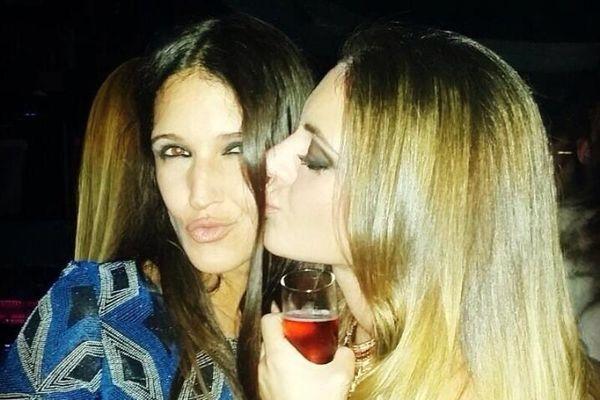 Μάρτα: Ποια φιλάει με κλειστά μάτια; (photo)