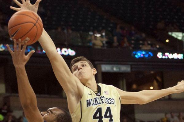 NCAA: Στο 4-2 το Ουέικ Φόρεστ του Μήτογλου (videos)
