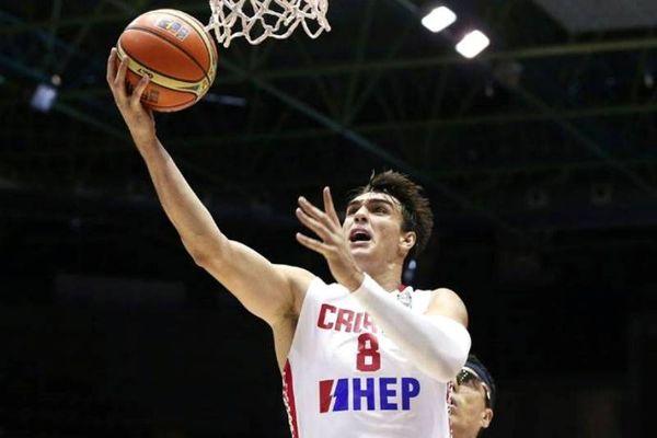 FIBA: Έχασε από τον Σάριτς ο Αντετοκούνμπο