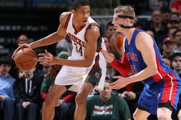 NBA: Σόου από Μπακς και Γκρίζλις