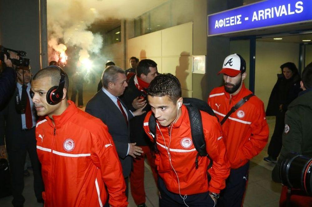 ΠΑΟΚ-Ολυμπιακός: Η επεισοδιακή άφιξη των «ερυθρόλευκων» (videos)