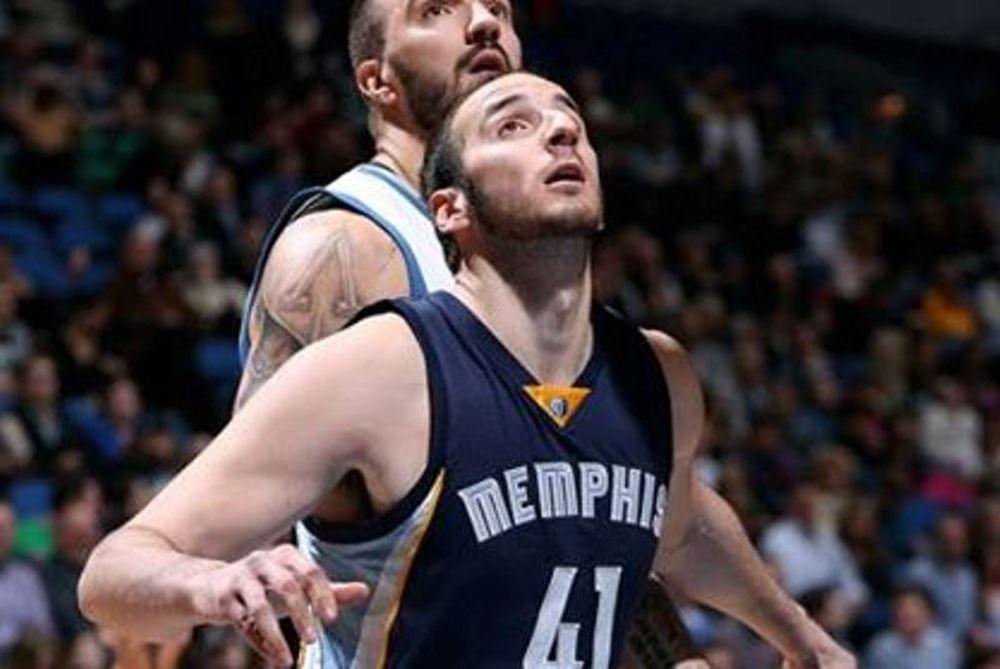 NBA: Στο Τοπ 10 με κάρφωμα ο Κουφός (video)