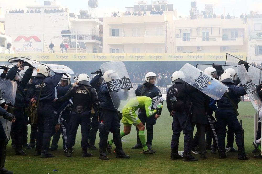 Στιλ: «Έφυγα σώος χάρις στην Αστυνομία!» (photo)