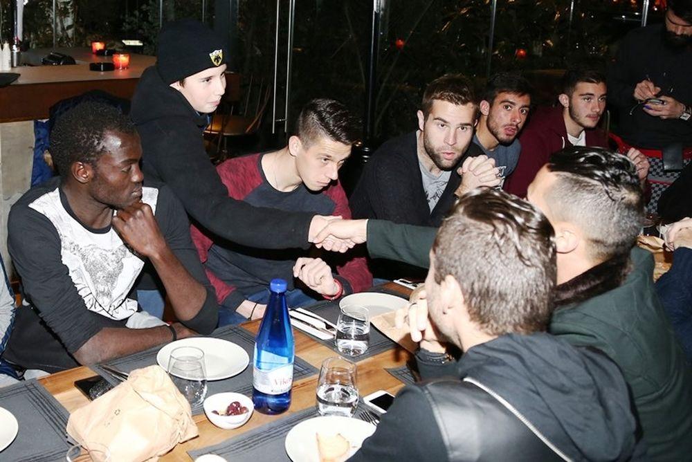 ΑΕΚ: Χαμόγελα και χαλάρωση στο δείπνο (photos)
