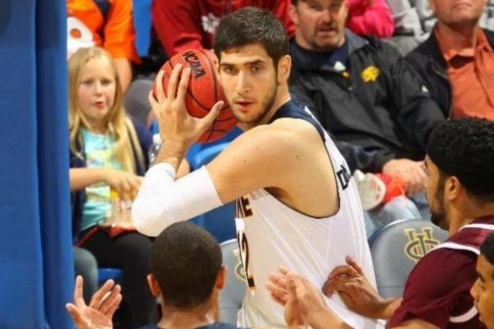 NCAA: Βασικός ο Δημακόπουλος, νίκη για Ιρβάιν (videos)
