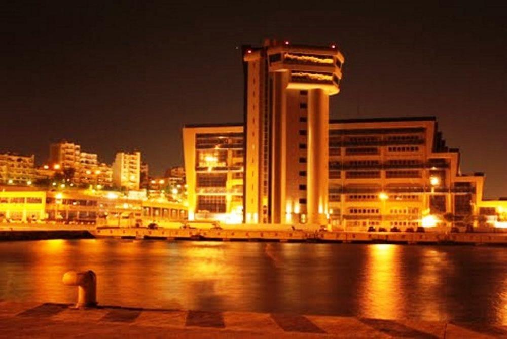 Ένταση στο λιμάνι του Πειραιά!
