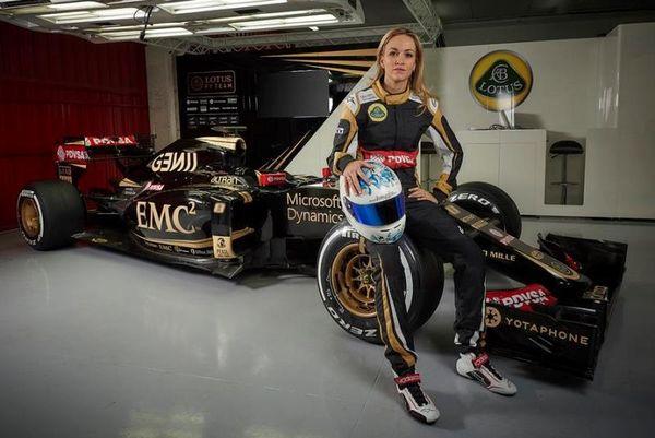 Η Κάρμεν της F1 στο Onsports: «Θέλω να τρέξω στην… πίστα της Ελλάδας!» (photos+videos)