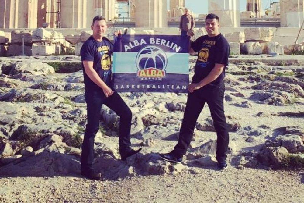 Άλμπα Βερολίνου: Με τη σημαία στην Ακρόπολη! (photo)