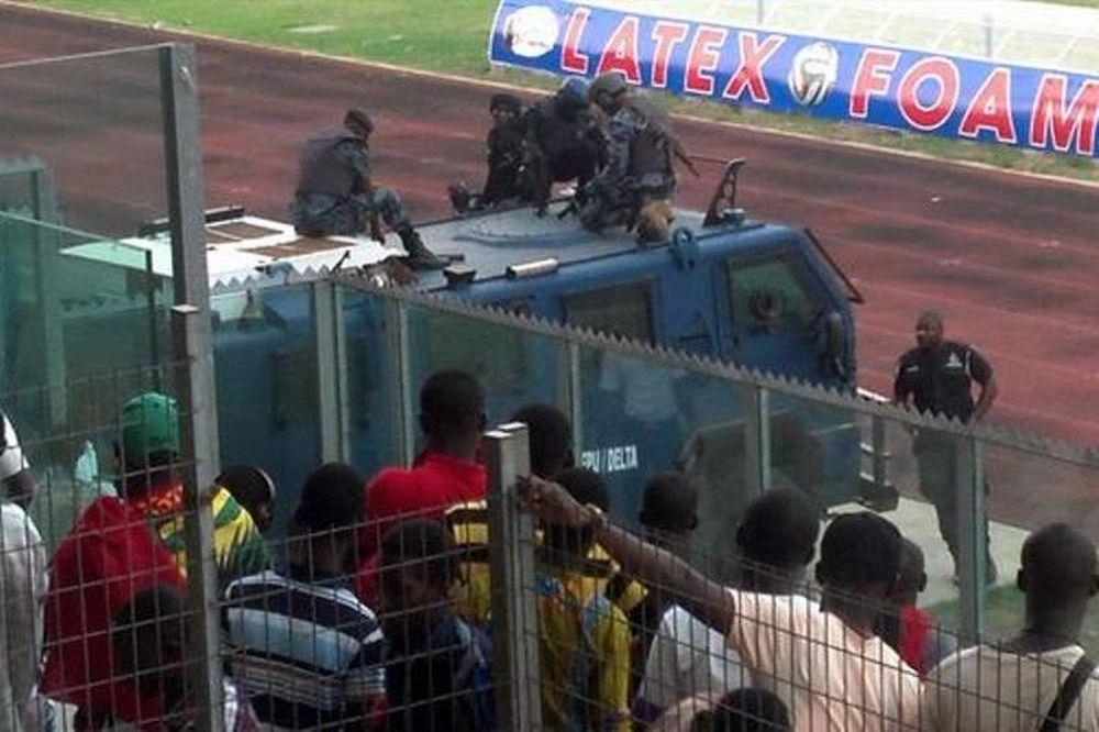 Φυγαδεύτηκε με όχημα του στρατού από το γήπεδο η Ασάντε Κοτόκο (photos)