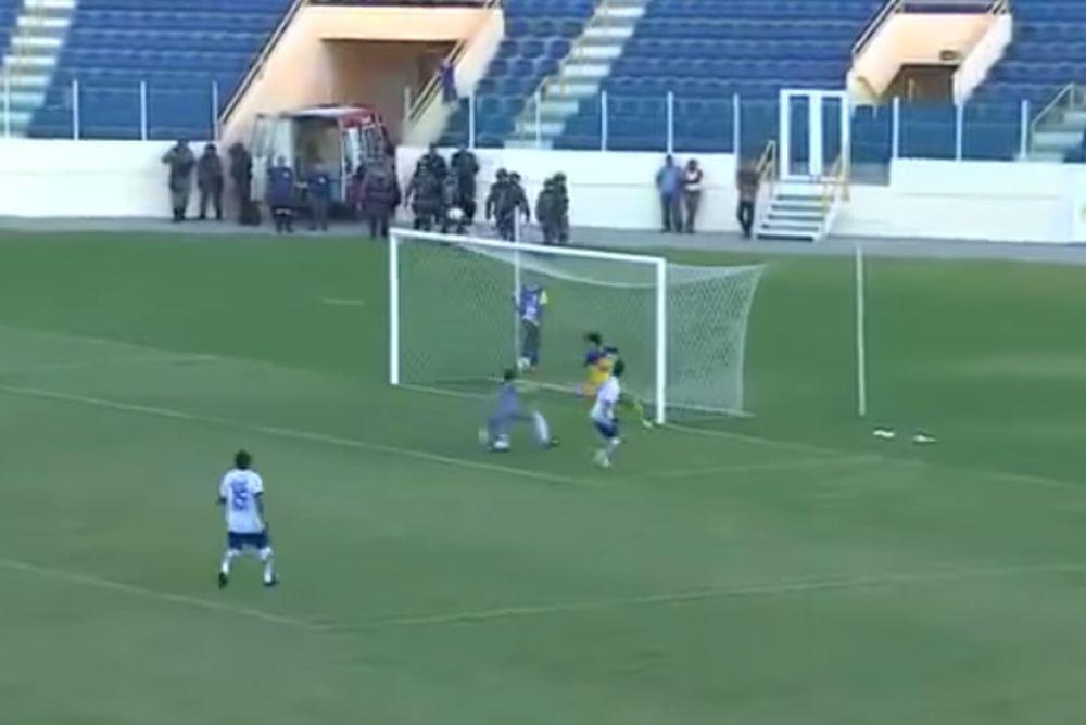 Βραζιλία: Απίθανο γκολ με τακουνάκι  (video)