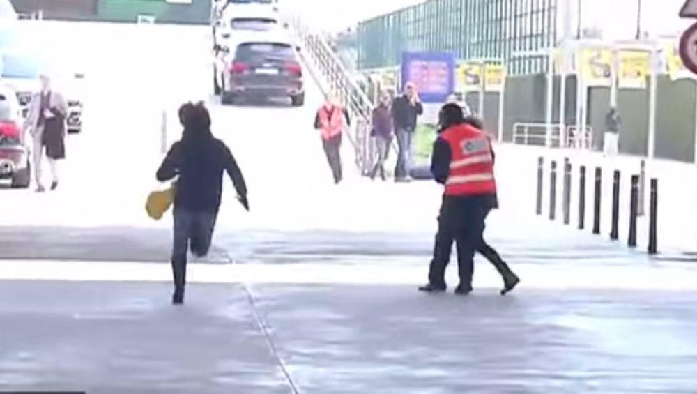 Μπαρτσελόνα: Καταδίωξη και «σύλληψη» δύο θαυμαστριών του Πικέ (video)