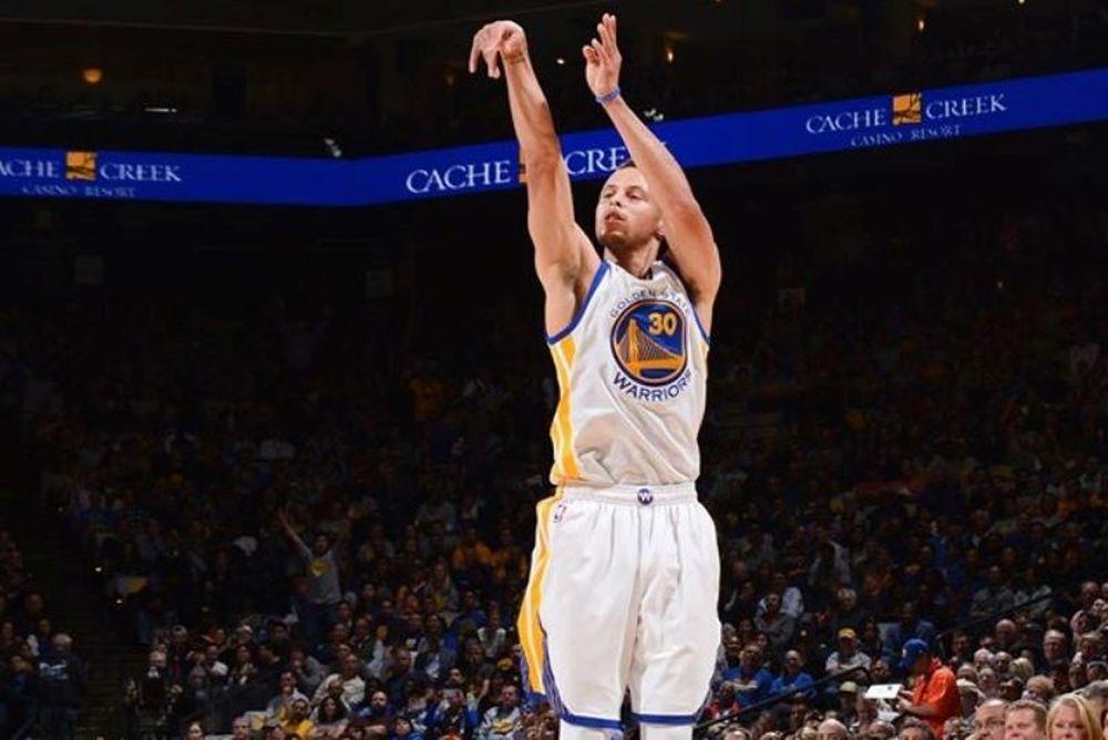 NBA: Ρεκόρ στα τρίποντα ο Κάρι (videos)