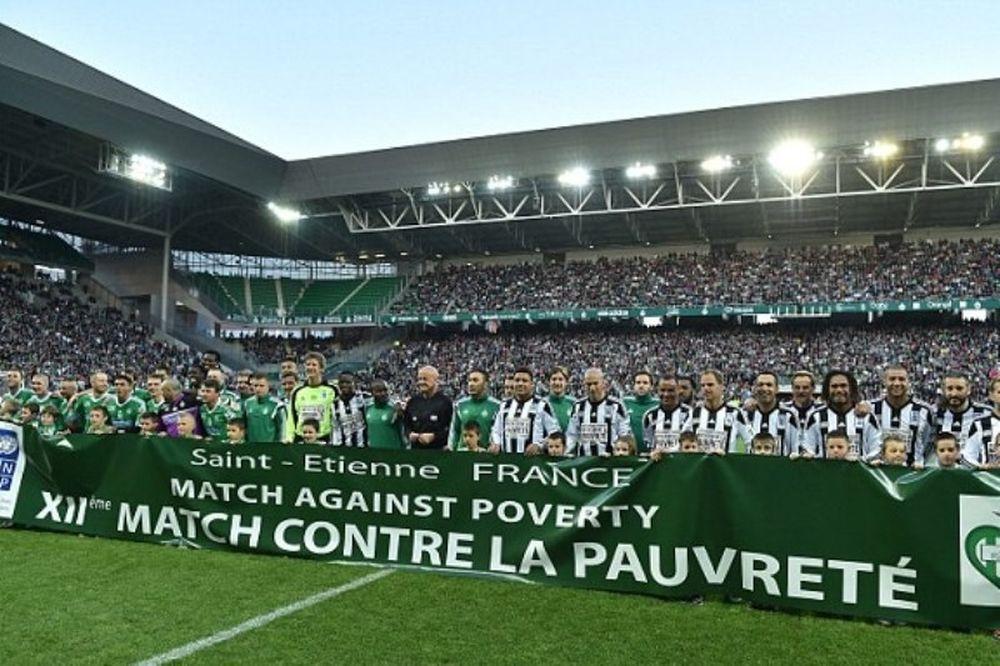 Ελληνικό χρώμα  στην ποδοσφαιρική μαγεία κατά της φτώχειας (videos+photos)