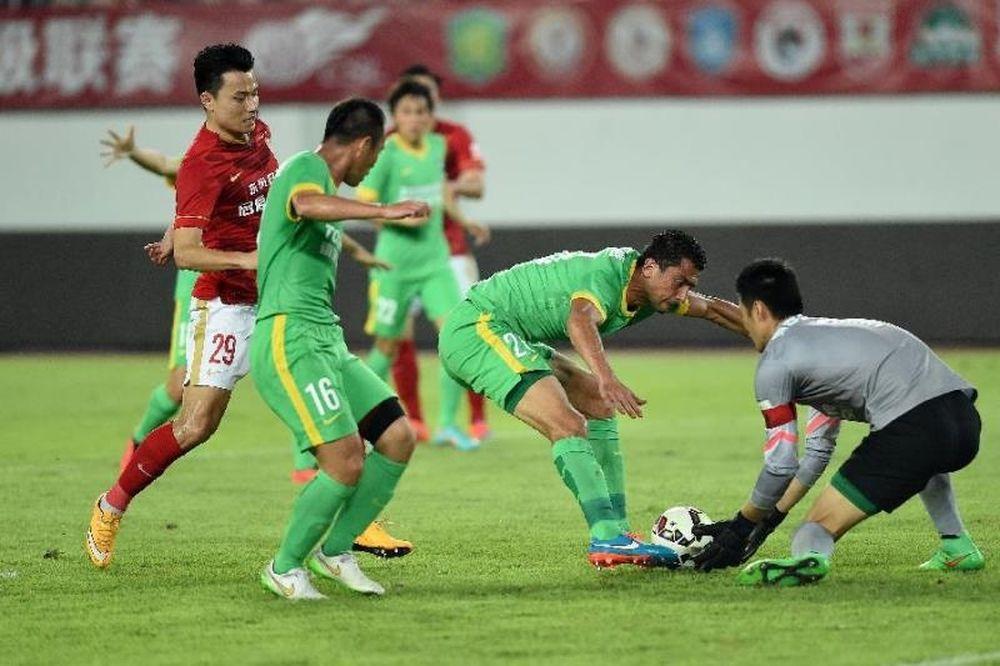 Κίνα: Μία ανάσα από το γκολ της χρονιάς ο Έλκενσον (video)