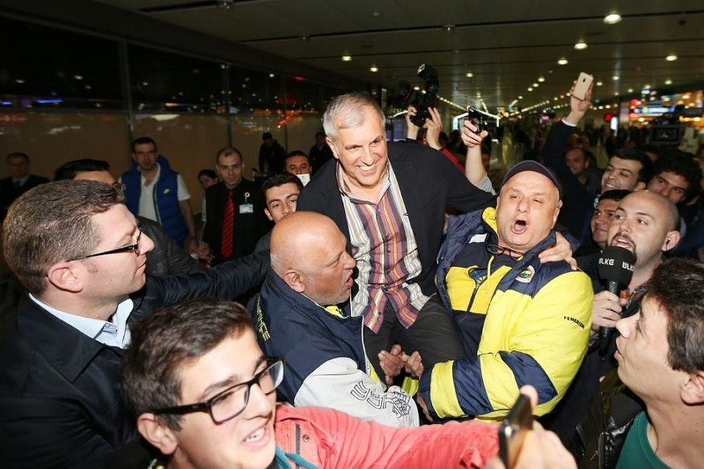 Φενέρμπαχτσε Ούλκερ: Σήκωσαν τον Ομπράντοβιτς οι οπαδοί! (photos)