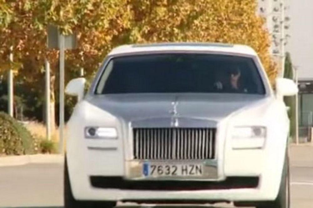 Παραλίγο να  κτυπήσει με το αυτοκίνητο  του οπαδό της Ρεάλ ο Κριστιάνο Ρονάλντο (video)
