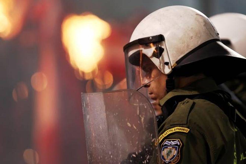 Επεισόδια και μαχαιριές στη Θεσσαλονίκη (photos+video)