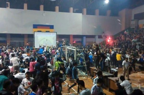 Πλακώθηκαν στην Ινδονησία για το Ρεάλ-Γιούβε! (video)