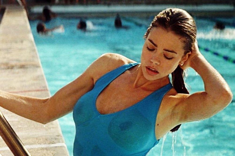 Οι πιο καυτές σκηνές στην πισίνα (videos)