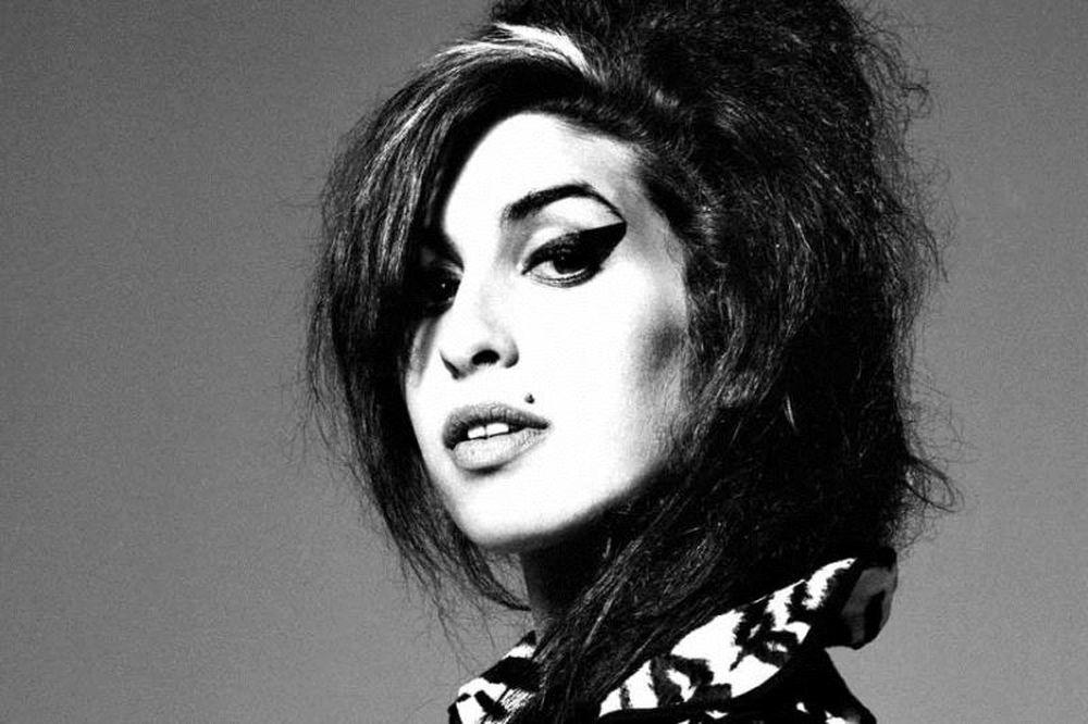 Η Amy Winehouse τραγουδά a capella (video)