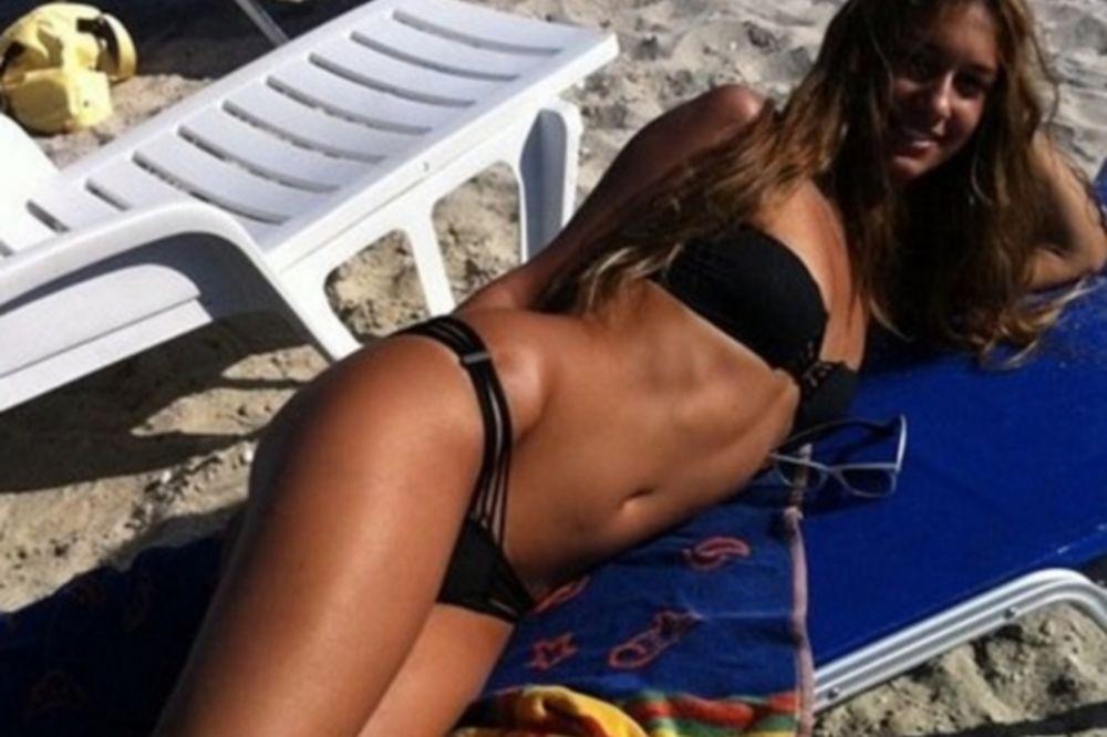 Η Αννα Πρέλεβιτς πήγε για surfing και μας «γονάτισε»!  (photos)
