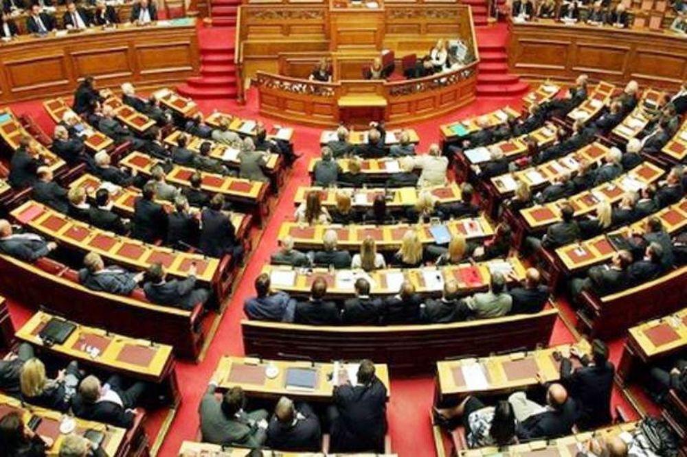 Συνεδριάζει η Ολομέλεια, μετά τα μεσάνυχτα η ψηφοφορία