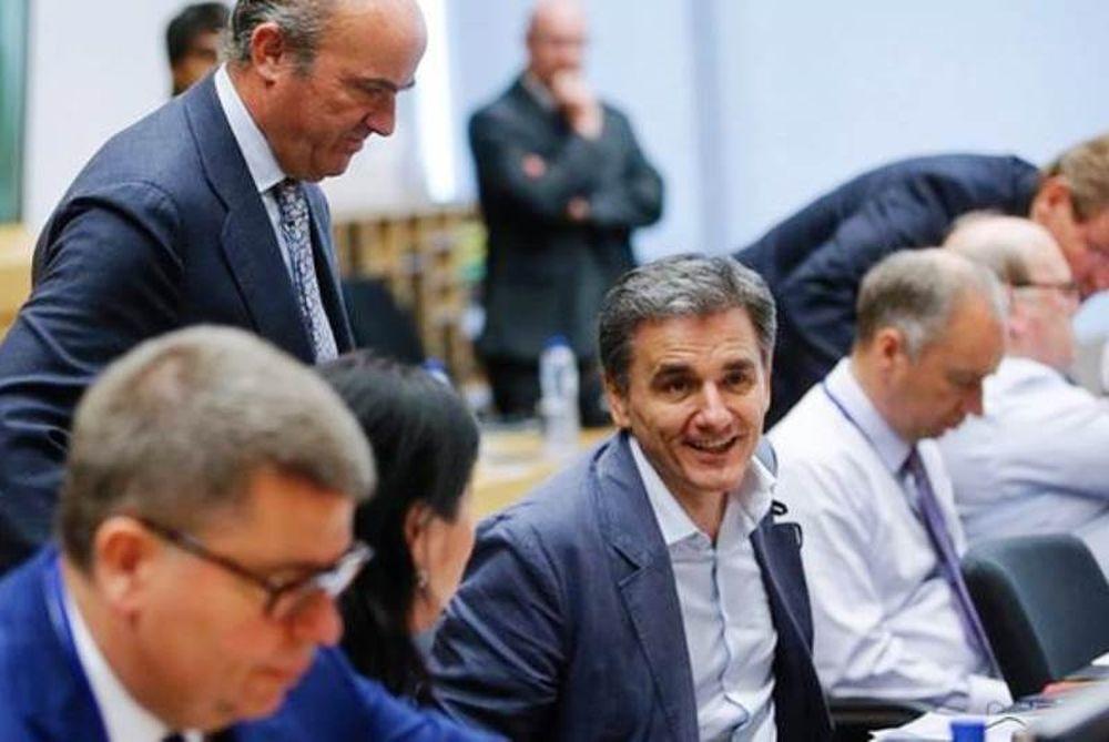 Reuters: Ζητούν περισσότερα από τον Τσακαλώτο οι ΥΠΟΙΚ