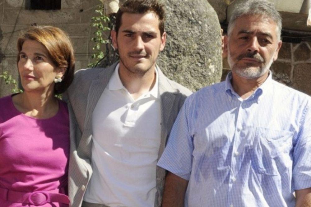Οι γονείς του Κασίγιας τα 'χωσαν στον πρόεδρο της Ρεάλ!