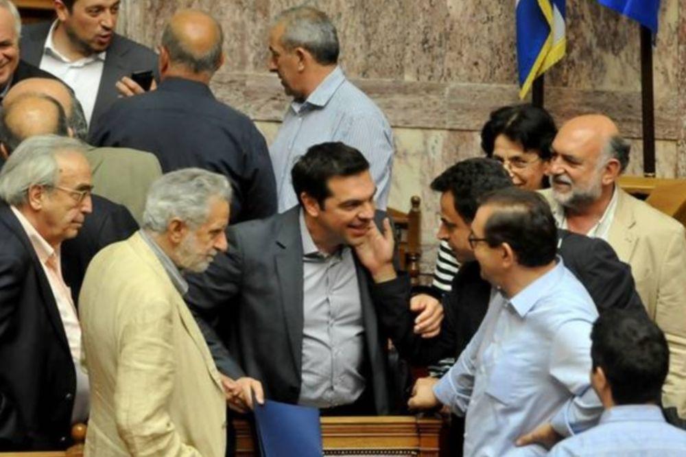 Καμία πρόθεση παραίτησης από Τσίπρα