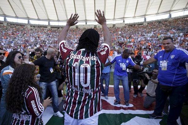 «Λύγισε» το «Μαρακανά» ο Ροναλντίνιο! (photos&video)