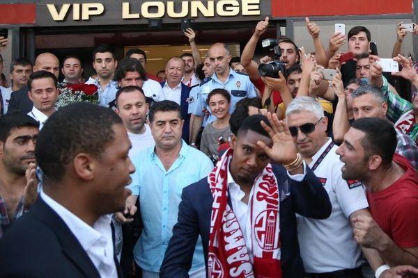 Οι Τούρκοι... τρελάθηκαν! (photos&videos)