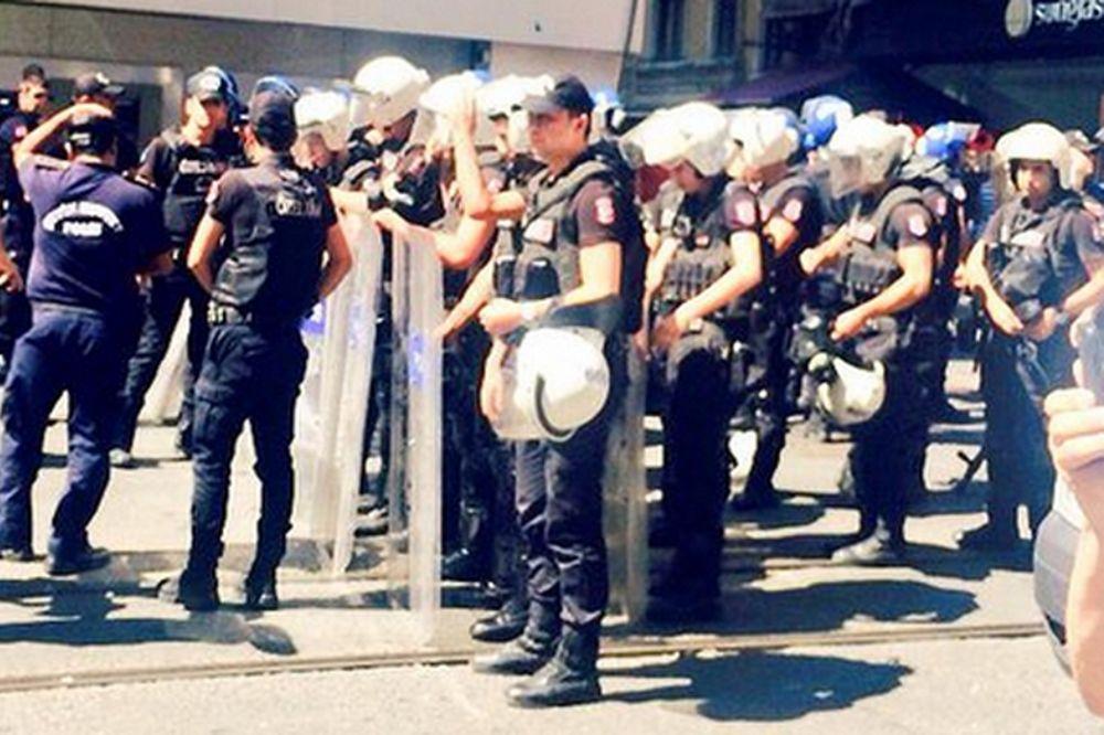 Ένας αστυνομικός νεκρός από τις βίαιες συγκρούσεις στην Κωνσταντινούπολη