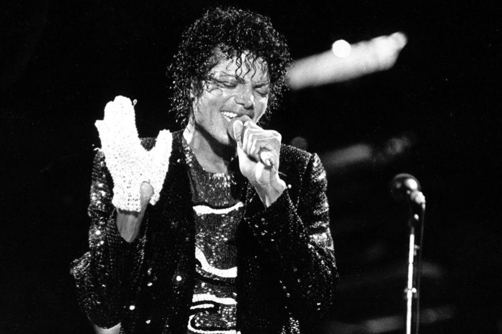 Πόσο κοστίζει το θρυλικό λευκό «γάντι» του Michael Jackson; (photo)