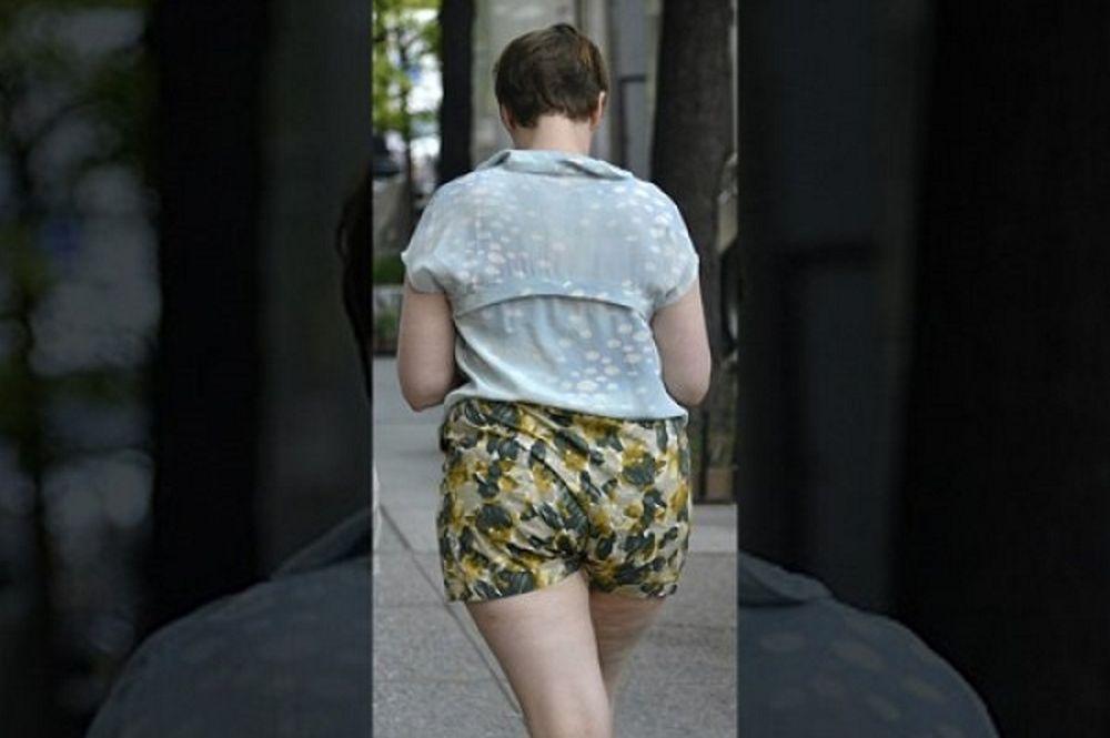 Τα πάχη της τα κάλλη της: H star φορά κοντό σορτσάκι & παραδίδει μαθήματα αυτοπεποίθησης