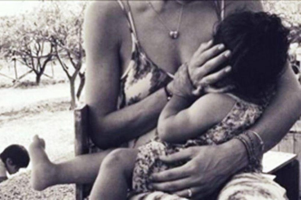 Πασίγνωστη μαμά θηλάζει την κόρη της και μοιράστηκε τη φωτογραφία στο Instagram!