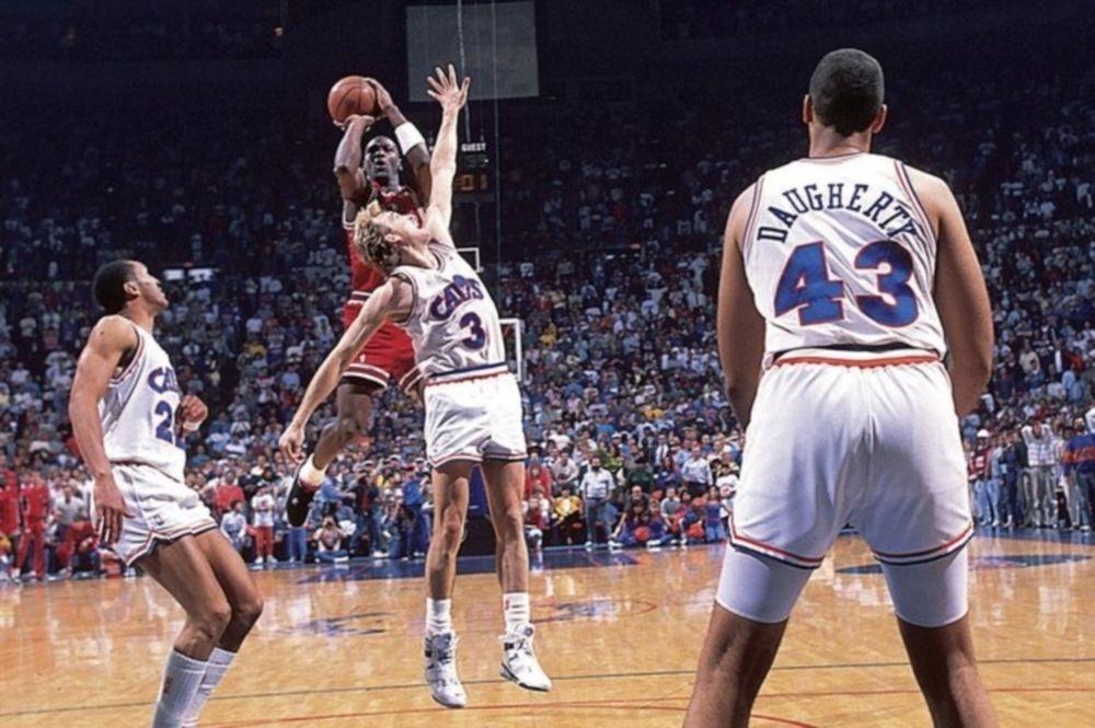 Το «Τhe Shot» του MJ όπως δεν το έχετε ξαναδεί! (video)